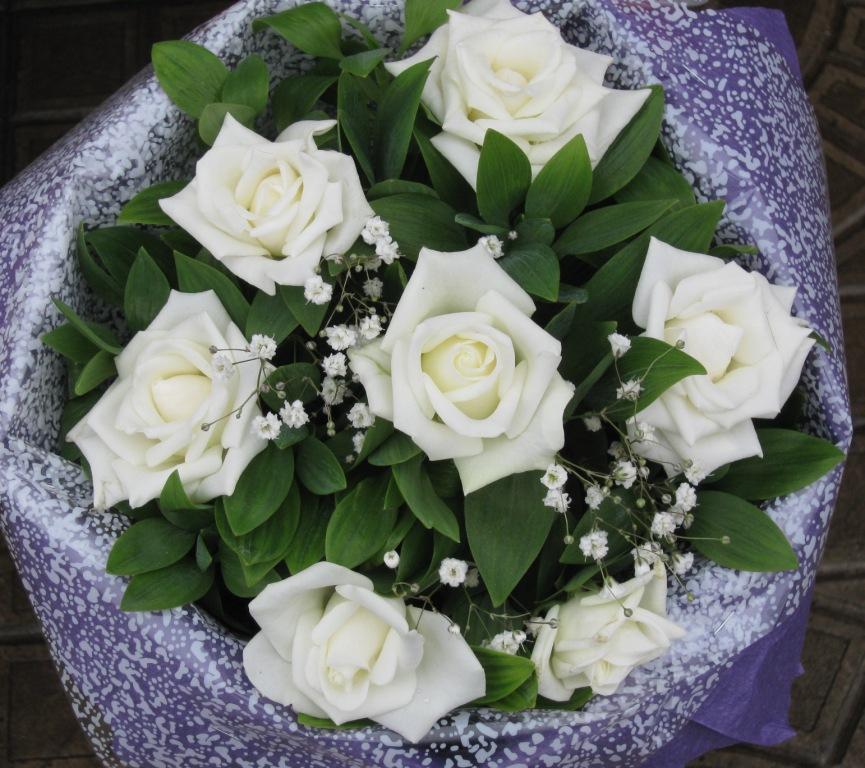 Видеть во сне букет белых роз в подарок 81